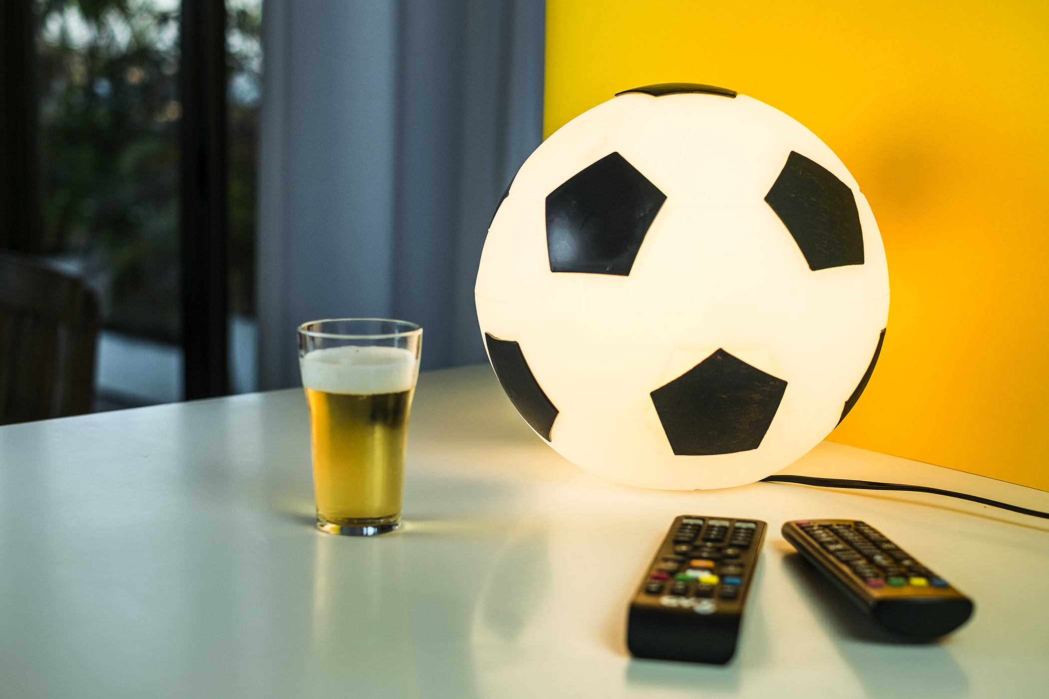 luminaria_criativa_bola_de_futebol_usare_fundesign